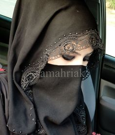 Pretty niqaab - I like the lacy trim on the shayla