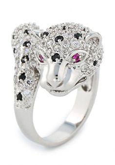 Серебристое кольцо в виде леопарда от Art-Silver, инкрустированное черными и прозрачными кристаллами. Детали: глаза животного декорированы ярко-лиловыми стразами. http://j.mp/1pPsfwl