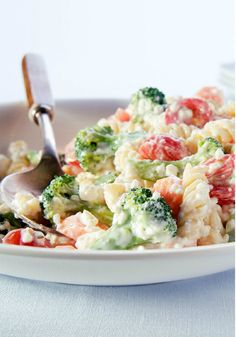 Creamy Farmers' Market Pasta Salad – Rotini pasta, broccoli, carrots, tomatoes, green onions, and cottage cheese are tossed with ranch dressing in this colorful and easy 15-minute salad!