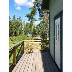 Zimmer mit Meerblick. Wenn man ganz genau hin sieht... :-)   #schweden #visitsweden #visitswedende #schwedenweh #swedishmoments #tourismus #urlaub #reisen #ferien #august2015 #schwedisch #schwedenurlaub #schwedentrip #fernweh #travel #instatravel #sommer #sommerinschweden #stockholm #visitstockholm #schaeren #schaerengarten #outdoor #natur #svartso #StockholmArchipelago #stfturist #svartsoskargardshotell #meerblick