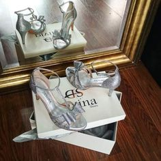 Ασημί Glitter Χαμηλά Νυφικά παπούτσια με φιόγκο Low Heel Shoes, Low Heels, Wedding Shoes, Bhs Wedding Shoes, Wedding Slippers, Bridal Shoes, Short Heels, Bridal Shoe