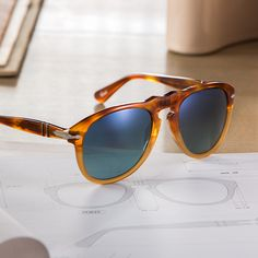 A member of the Vintage Celebration Collection, Resina e Sale Persol sunglasses are the blueprint for sophistication