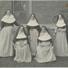 Sisters of Mercy, wearing work aprons and sleeve protectors . Daughters Of Charity, Nuns Habits, Religion, Sisters Of Mercy, Work Aprons, Saint John, Roman Catholic, Veils, Vintage Photography
