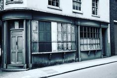 One of my favorites on Bermondsey Street  #bermondseystreet #londontown #cityrambler #londonlicious #mydarlinglondon #cityrambler #se1 #blackandwhite #nikon_photography