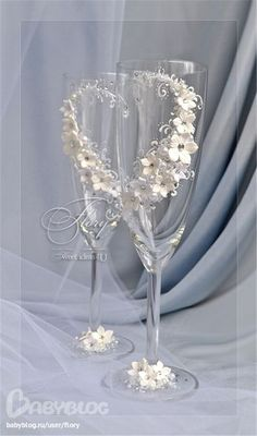 summcoco gives you inspiration for the women fashion trends you want. Wedding Wine Glasses, Wedding Champagne Flutes, Champagne Toast, Wine Glass Candle Holder, Decorated Wine Glasses, Wine Glass Crafts, Headpiece Jewelry, Lace Decor, Diy Wedding