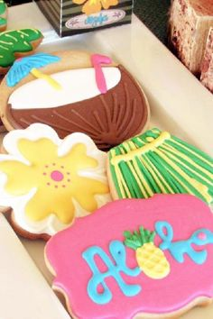 These luau-themed cookies are amazing! Perfect for a summer party! See more party ideas and share yours at CatchMyParty.com Luau Theme Party, Hawaiian Luau Party, Moana Birthday Party, Moana Party, Summer Birthday, Birthday Parties, Tropical Party Foods, Luau Cookies, Summer Cakes