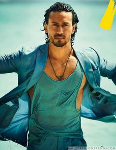 Here's a good news for all you Tiger Shroff fans! - Tiger Shroff confirms Student Of The Year 2 will go on floors early next year but the question is - who are the two actresses? New Movie Song, New Movies, Dj Movie, Bollywood Photos, Bollywood Stars, Tiger Shroff Body, Hrithik Roshan Hairstyle, Tumblr Photoshoot, Tiger Love