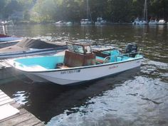 Boston Whaler 16 Nauset (Original) -- the first for-real center console from the sixties.