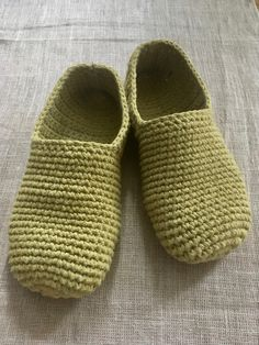 Virkatut tossut vol. Weaving Projects, Knitting Socks, Knit Crochet, Diy And Crafts, Slippers, Handmade, Mornings, Pallet Patio Furniture, Crochet Slippers