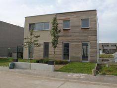 Nieuwbouw • modern • houten gevelbekleding • hoge ramen • plat dak • Foto: www.huyzentruyt.be