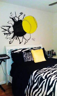 Love this bedroom for that softball player, you could do this with a baseball too. I would make the thread on the softball red though. Softball Decorations, Softball Crafts, Softball Quotes, Softball Mom, Softball Players, Fastpitch Softball, Softball Stuff, Softball Things, Softball Pitching