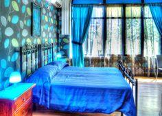 Camera Doppia - Bagno privato interno con doccia, aria condizionata, ventilatore a soffitto, mini-frigo, wi-fi, TV, vista giardino. Colazione inclusa.