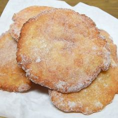 Frittelle del luna park Fun park fritters are a dessert that everyone likes. The grain of sugar makes these discs of fried dough even more delicious. A street food snac Sweets Recipes, Cake Recipes, Snack Recipes, Cooking Recipes, Snacks, Biko Recipe, Cakes That Look Like Food, Kolache Recipe, Zero Calorie Foods
