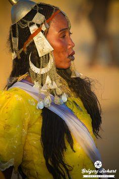 Africa | Portrait of a Toubou dancer. Fada, Ennedi, Chad | ©Grégory Rohart