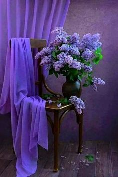 "Без названия — panchokuri: ""Good things are going to happen. Purple Love, Purple Lilac, All Things Purple, Shades Of Purple, Purple Flowers, Flower Vases, Flower Art, Purple Aesthetic, Purple Reign"