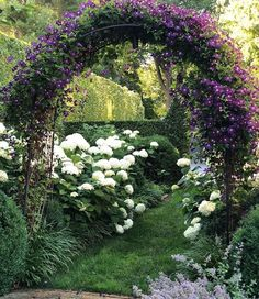 Every beautiful cottage garden has common principles that make them a success. Learn about the fundamentals you need to create your very own cottage garden. English Garden Design, Cottage Garden Design, Hydrangea Landscaping, Backyard Landscaping, White Gardens, Small Gardens, Lawn And Garden, Garden Paths, Beautiful Gardens