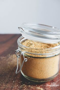 DIY Vegan Chicken-Style Seasoning | www.maplealps.com Soup Mixes, Spice Mixes, Delicious Vegan Recipes, Vegetarian Recipes, Soup In A Jar, Spanish Rice, Meals In A Jar, Chicken Seasoning, Vegan Dishes