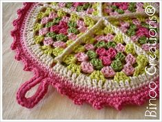 "Ravelry: ""Sweet Tart Potholder"" by Binoo Creations - free pattern Crochet Home, Love Crochet, Crochet Motif, Crochet Crafts, Yarn Crafts, Crochet Flowers, Crochet Projects, Knit Crochet, Ravelry Crochet"