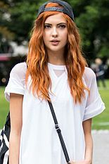 Vogue Mode: Trends, Fashion-News, Star-Looks und Accessoires - Vogue. Redhead Characters, Girls Characters, Cap Girl, Surfer Style, Redhead Girl, Teen Vogue, Models, Powerpuff Girls, Character Inspiration