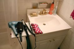 Collapsable bathroom countertop for $4. - Imgur
