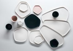 The small porcelain dish in the Pentagon design by Iittala X Issey Miyake for sauces and snacks, now available in the home design shop Pentagon Design, Issey Miyake, Starbucks Tumbler, Starbucks Cup, Ceramic Plates, Ceramic Pottery, Wooden Plates, Assiette Design, Design Japonais