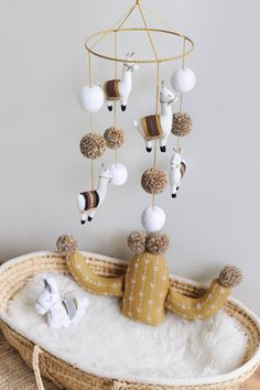 Exceptional baby nursery detail are offered on our internet site. Read more and you wont be sorry you did. Nursery Room, Kids Bedroom, Nursery Decor, Room Decor, Nursery Ideas, Nursery Mobiles, Idee Cadeau Baby Shower, Baby Mobile, Ideias Diy