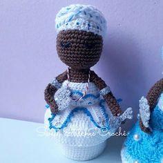 Orixá Ayrá e Orixá Iemanjá em crochê   .  Ayrá lê!  Odoyá!  Axé!  .  Baseado na receita de Marcia Scarpelli e Karina Peres  #axe #crochet #amigurumi #candomblé #africa #fé #iemanja #ayra #orixa #feitoamao #comamor #handmade #artesanato #feitocomamor #mimo #yarn #stitches