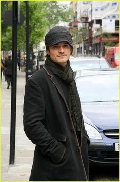 Orlando Bloom, male actor, hottie, celeb, gorgeous, street view, cap, portrait, photo