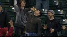 Watch: Mariners fan catches ball in beer, chugs