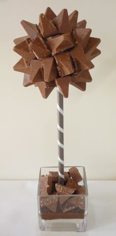 Toblerone Sweet or candy Tree Chocolate Boquet, Chocolate Tree, Candy Topiary, Candy Trees, Toblerone Chocolate, Biscuit Decoration, Chocolates, Sweet Buffet, Sweet Trees