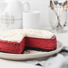 This red velvet cheesecake will become a dessert menu favorite. The tangy, sweet red velvet filling features notes of chocolate and vanilla. It's topped with cream cheese frosting and baked in an Oreo crust. Red Velvet Cheesecake Brownies, Oreo Cheesecake, Raspberry Cheesecake, Pear Recipes, Baking Recipes, Red Velvet Flavor, Red Velvet Recipes, Baked Cheesecake Recipe, Desserts Menu