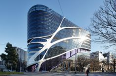 Victorian Comprehensive Cancer Centre by Silver Thomas Hanley, DesignInc and McBride Charles Ryan, © Peter Bennetts   Melbourne   Australia   Facade 2016   WAN Awards #wanawards #healthcare #architecture #VCCC