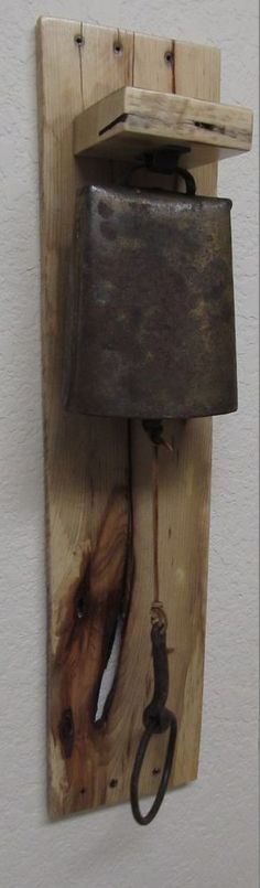 VINTAGE COW BELL ON A VERY RUSTIC RECYCLED WOOD PALLET WALL HANGING GOTTA SEE