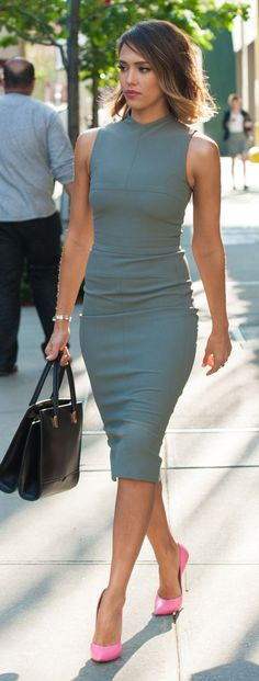 Celebrity look | Flattering blue grey dress, ombre bob and pink pumps | Latest fashion trends