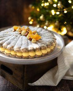 """••✶🧁𝒸𝑜𝑜𝓀𝒾𝓃𝑔 𝒾𝓈 𝒸𝒶𝓇𝒾𝓃𝑔 ✶•• on Instagram: """"✨🍊 A g r u m e s & s é s a m e 🍊✨ Un beau dessert de fête en seulement 2 étapes avec ce succès aux agrumes : un biscuit dacquoise crousti-…"""" Biscuits, Beaux Desserts, Dacquoise, Homemade Pastries, Tiramisu, Ethnic Recipes, Instagram, Food, Party Desserts"""