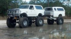 Ford Bronco w/matching trailer