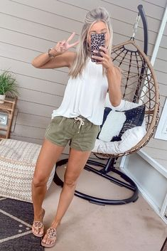 May 2020 - I have an off white flow top similar to this that would look cute with my green shorts. Cute Casual Outfits, Style Casual, Cute Summer Outfits, My Style, Summer Casual Styles, Summer Clothes, Boho Spring Outfits, Outfit Ideas Summer, Classy Shorts Outfits