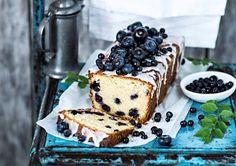 Mustikka-mantelikakku istuu kahvipöytään - Kotijakeittio.fi Kos, Tiramisu, Ethnic Recipes, Desserts, Tailgate Desserts, Deserts, Dessert, Tiramisu Cake, Aries