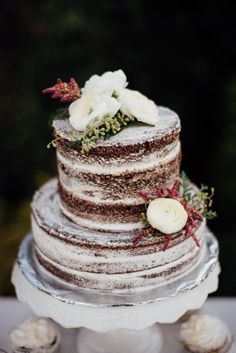 Winter Naked Cake|Winterberry & Evergreen Wedding Inspiration|Photographer: Rebecca Anne Photography