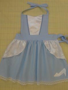 Avental infantil confeccionado em tecido de algodão, acabamento com rendinha e aplique.    Lindo para presentear ou colocar na hora do parabéns !! R$ 40,00