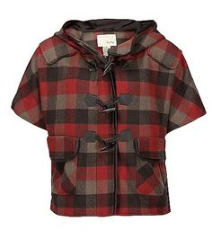 This Daytrip Plaid Cape is sophisticated with a bit of country flare. It's loose fit and plaid pattern makes for excellent concealment behind the hip. Pair with some leggings and riding boots to complete the look.