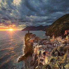 Hotels-live.com/pages/comparateur-hotels.html - Follow @ilhan1077 for more awesome photos Photography by @ilhan1077 Cinque terre - Vernazza - İtaly by nationaldestinations https://instagram.com/p/9EgEr4ug1z/