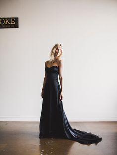 Schwarzer Stock Länge Sweetheart schulterfreies Wedding Gown Alternative Braut - Gala Kleid von Cleo und Clementine von CleoandClementine auf Etsy https://www.etsy.com/de/listing/261093946/schwarzer-stock-lange-sweetheart