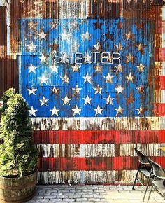 """Shelter quartier de Williamsburg New York City NY  Photo de @the_lazy_frenchie  Share the love visitez sa galerie! ------------------------------------------- Rejoignez la communauté et tagguez vos photos #francaisauxusa pour être """"featured"""" et n'oubliez pas d'indiquer le  lieu  ! -------------------------------------------- #francaisauxusa #françaisauxusa #frenchexpat #frenchintheusa #usa #voyageusa #discoverusa #travelusa #travelamerica #amerique #exploreusa #bestofusa #neverstopexploring…"""