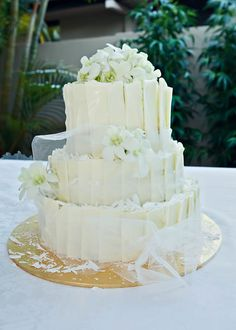 White singapore orchids cake topper and individual scattered singapore orchids ~ Wedding Flowers by Natalina ~ servicing Gold Coast, Tamborine Mountain and Brisbane areas ~ Delivery worldwide available also for Silk, Real Touch and Artificial Wedding Bouquets