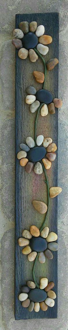 Pebble Art / Rock Art string of flowers (all natural materials incl. reclaimed w. - Pebble Art / Rock Art string of flowers (all natural materials incl. reclaimed w. Stone Crafts, Rock Crafts, Fun Crafts, Diy And Crafts, Arts And Crafts, Art Pierre, Art Diy, Nature Crafts, Art Nature