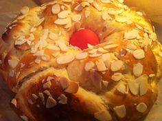 Make your own Greek Easter bun - tsoureki with our mixed spices Mahlep, Kakoule, Greek Chios Mastic by Armenos on Etsy Greek Sweets, Greek Desserts, Greek Recipes, Greek Easter Bread, Best Greek Food, Easter Bun, Time To Eat, Easter Dinner, Kitchens
