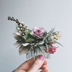 This beautiful floral comb would make a stunning wedding accessory. This beautiful floral comb would make a stunning wedding accessory. Flowers In Hair, Wedding Flowers, Fresh Flowers, Wedding Bouquet, Wedding Dress, Dream Wedding, Wedding Day, Wedding Pics, Garden Wedding