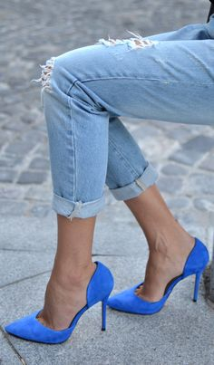 Blue heels (what can I say?! Some thin heels will forever catch my eye and make me want them in my closet;))