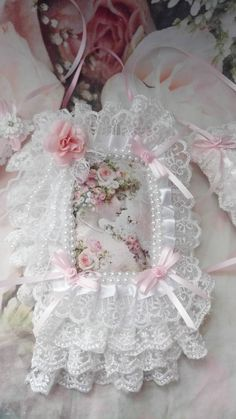 Trio of pillows door lady Victorian shabby chic and romantic Shabby Chic Pillows, Shabby Chic Frames, Shabby Chic Dressing Table, Victorian Women, Powder Pink, Pink Silk, Flower Girl Dresses, Romantic, Trending Outfits